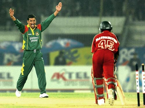 First 5 wicket haul from Razzak in the 3rd ODI sealed the series against Zimbabwe. &#0169 AFP