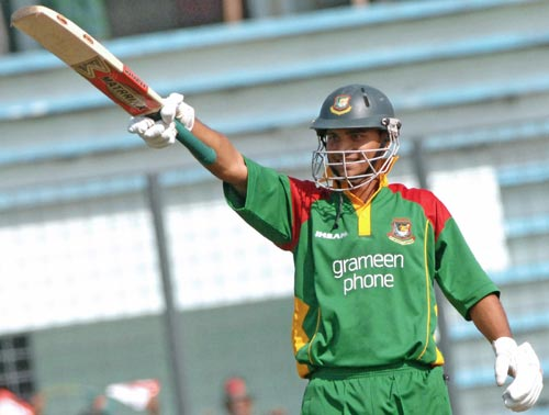 Mashrafe reaches fifty in style flooring Scotland with five sixes at the 2nd ODI, Mirpur, 2006. &#0169 AFP