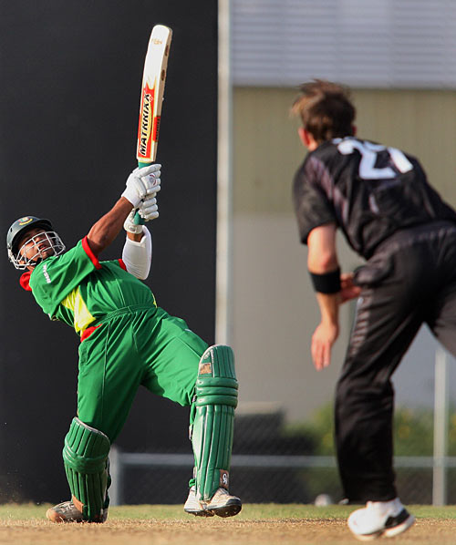 Mashrafe Hits Franklin for six. BD vs NZ, Warmup Match World Cup 2007