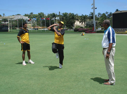 West Indies great Andy Roberts helping out Shahadat & Mashrafe at the Stanford Cricket Ground, Antigua. &#0169 TigerCricket.com